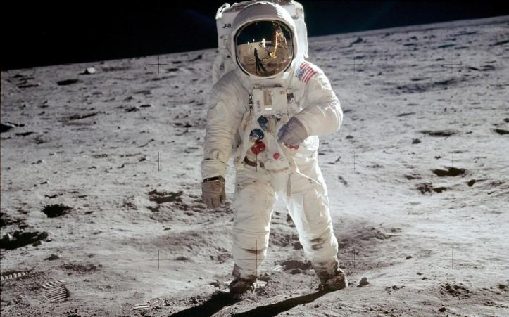 astronaut-moon-1.jpg