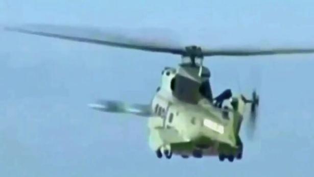 doua-presupuse-ozn-uri-filmate-in-timp-ce-zburau-pe-langa-un-elicopter-militar-video-517545.jpg