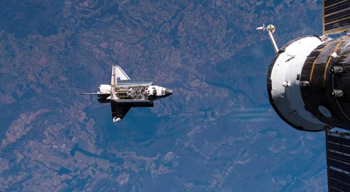 Naveta-spatiala-NASA-si-statia-spatiala-1170x644.jpg